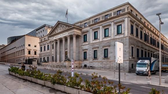 Puerta de bronce del Congreso de los Diputados