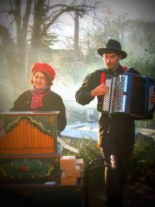 Photo orgue de Barbarie et accordéon