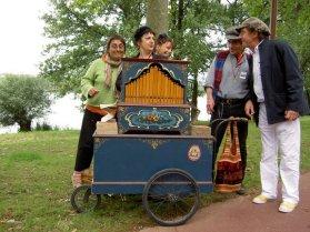 Photo animation orgue de Barbarie : fête de la mairie