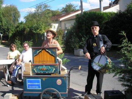 Photo orgue de Barbarie et percussions