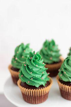 veganes Weihnachtskochbuch vegane Weihnachtscupcakes Tannenbaum Cupcakes