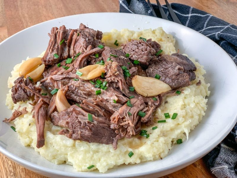 Roasted Garlic & Red Wine Chuck Roast over Cauliflower Mash Recipe | #keto #lowcarb #comfortfood | mincerepublic.com