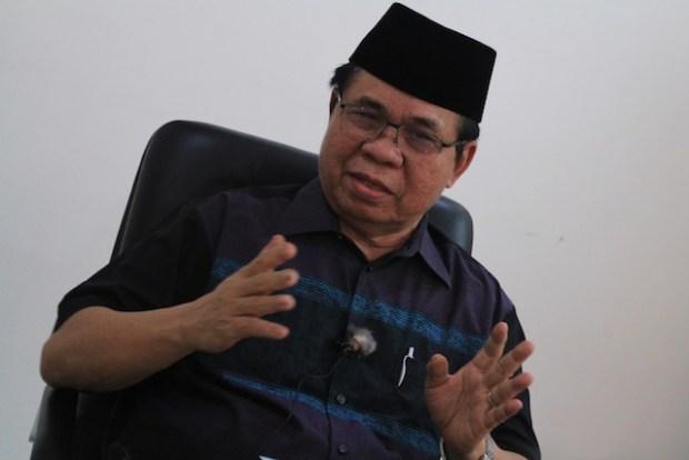 MILF chair Al Haj Murad Ebrahim discusses scenarios on the passage or non-passage of the Bangsamoro Basic Law. MindaNews photo by TOTO LOZANO