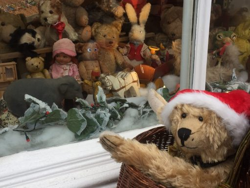 Betty Boop: Old Bears - Bertie meets the bears at the Antiique Shop.