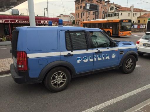 Venice: Police Range Rover.