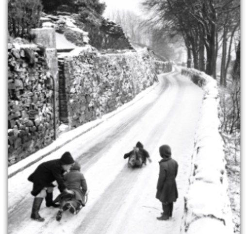 Cotswold Granny: Snowing in the Cotswolds. Tyre tracks or cart tracks. Who knows?
