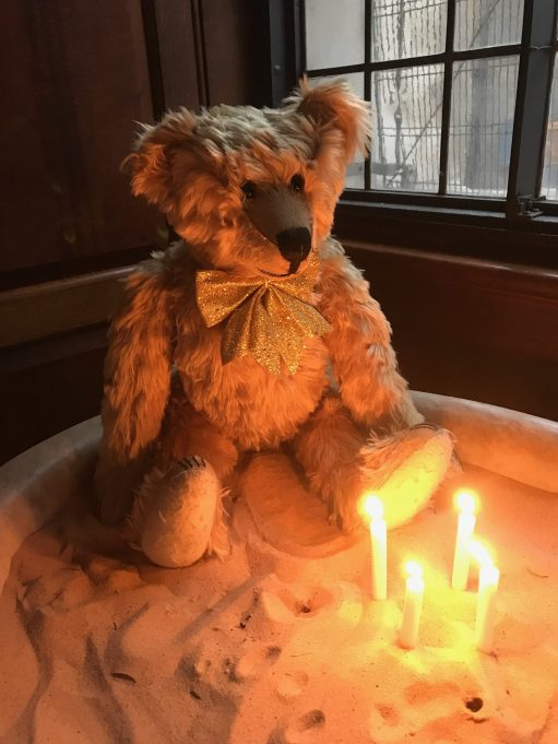 Spitalfields life: Light a Candle for Diddley and for Amber, my sister Wendy and my old dad Sid who died on Christmas Day 1969.