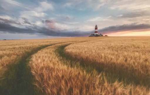 Landscape Photographer. Justin Minns: Happisburgh Lighthouse, Norfolk, England.