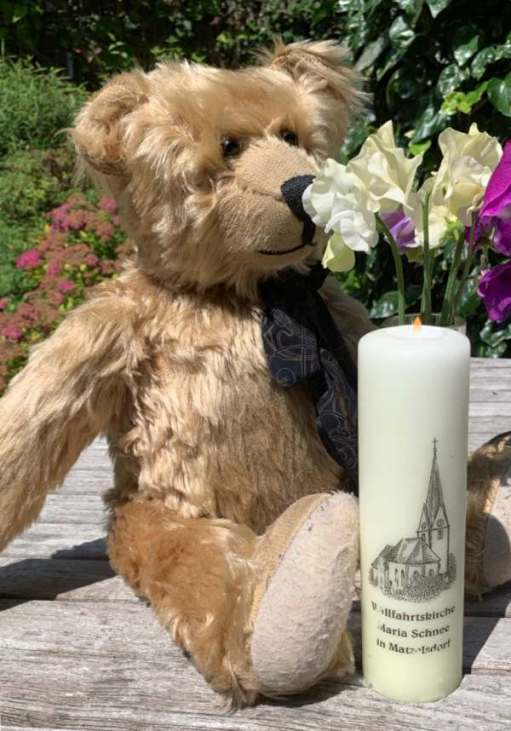 Bertie sat with a candle lit for Diddley in front of him, enjoying the scent of some colourful Sweet Peas in a vase.