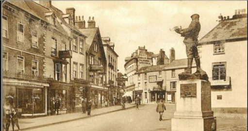 Agincourt Square, Monmouth in 1911. Go back to the first picture and you will see another famous Monmouth son. Henry V.