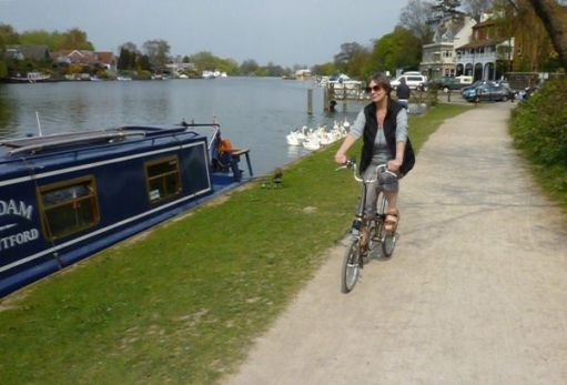 Diddley on her Brompton cycling along the Thames.