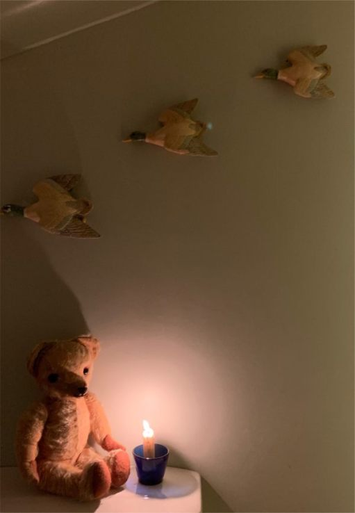Eamonn, a candle lit for Diddley, and three flying ducks on the wall!!