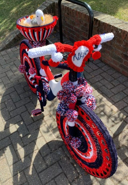 Yarnbomb Sisters - knitted bicycle
