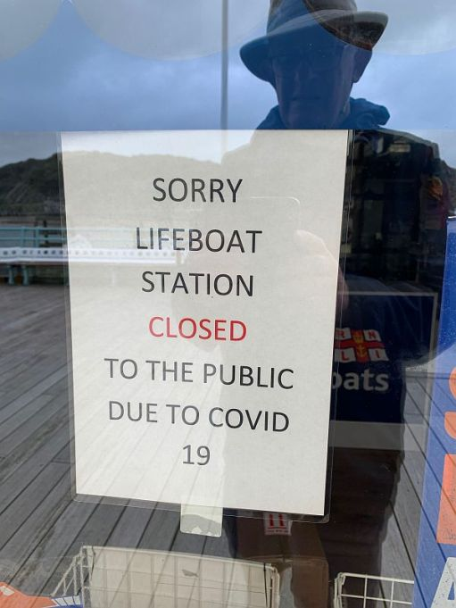 Notice on the lifeboat station advising closed to the public due to Covid-19.