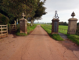 Entrance and driveway to Sharpham House | Location for the U.K. Mindfulness Teacher Training | Photo © jeff collins (cc-by-sa/2.0)