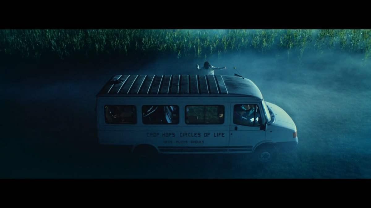 """Im Kurzfilm """"CROPPED"""" wollte sich eine Reisegruppe eigentlich nur ein paar Kornkreise anschauen…"""