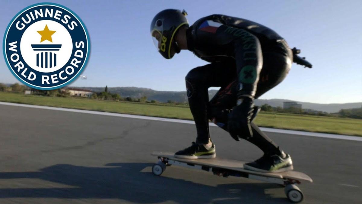Der Welt schnellstes elektrisches Skateboard fährt knappe 95 km/h