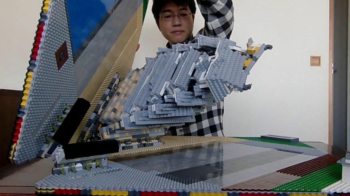 Ein Pop-Up-Buch eines japanischen Schlosses, gebaut in LEGO!