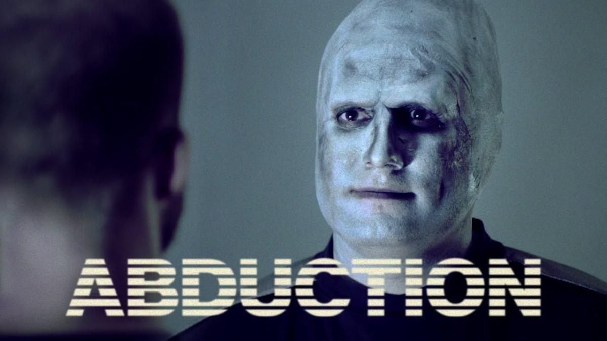 """Der kurze Sketch """"ABDUCTION"""" von Chris & Jack nimmt der ganzen Alienentführungssache ihren Grusel"""