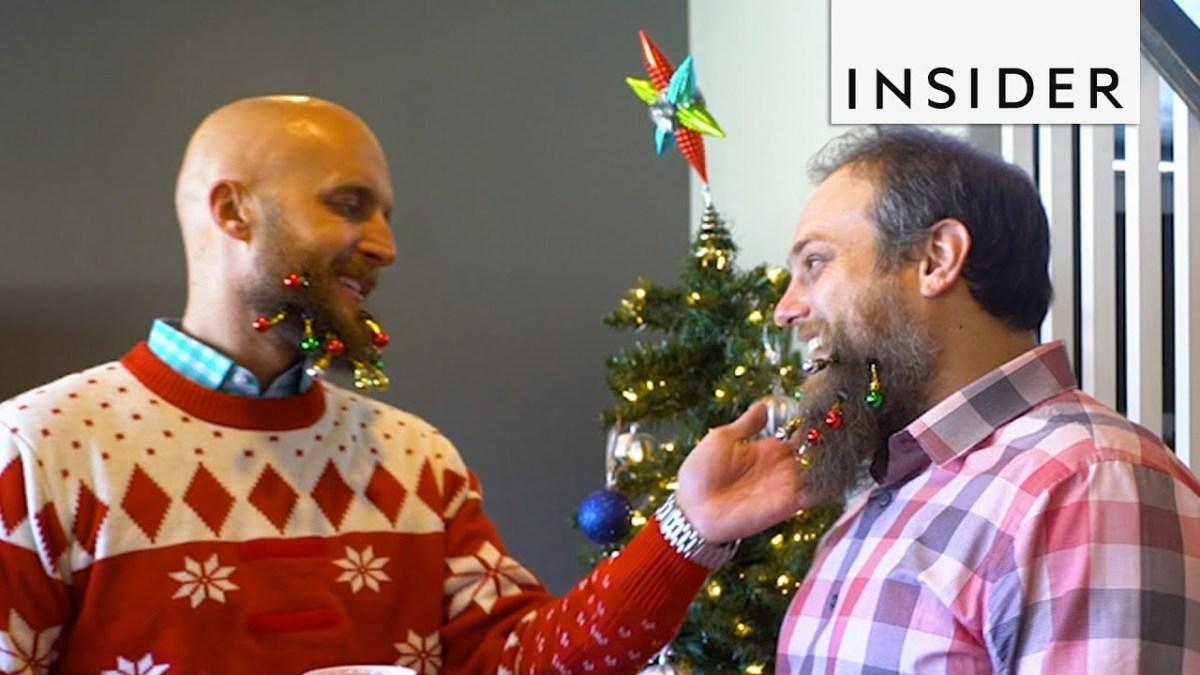 Sie heißen Beardaments und sind Dinge, mit denen ihr euren Bart weihnachtlich schmücken könnt