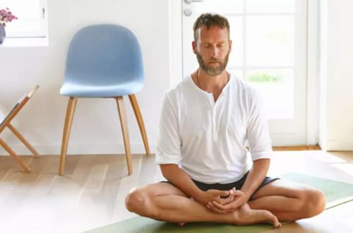 мужчины медитируют