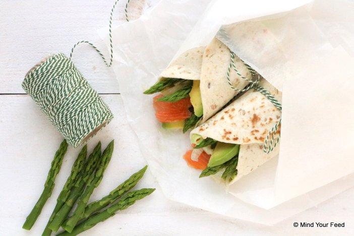 wrap met groene asperges en zalm