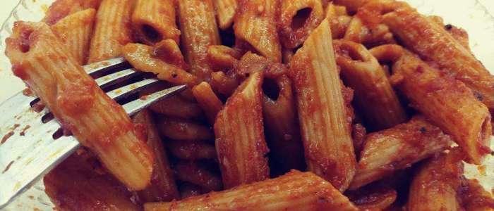 פסטה ברוטב עגבניות סמיך - שרבה מקרונה בסלסה טריפוליטאית