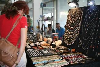 Ogrlice od kamenja na sajmu