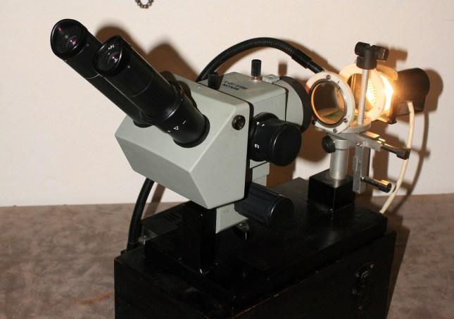 Mikroskop za identifikaciju kamenja