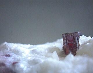 crveni kristal cinabarita