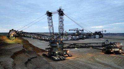 El alza del dólar financia la expansión, y los excesos, de las mineras globales