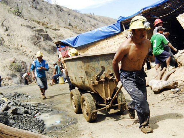 Perú en pie de  guerra contra minería informal