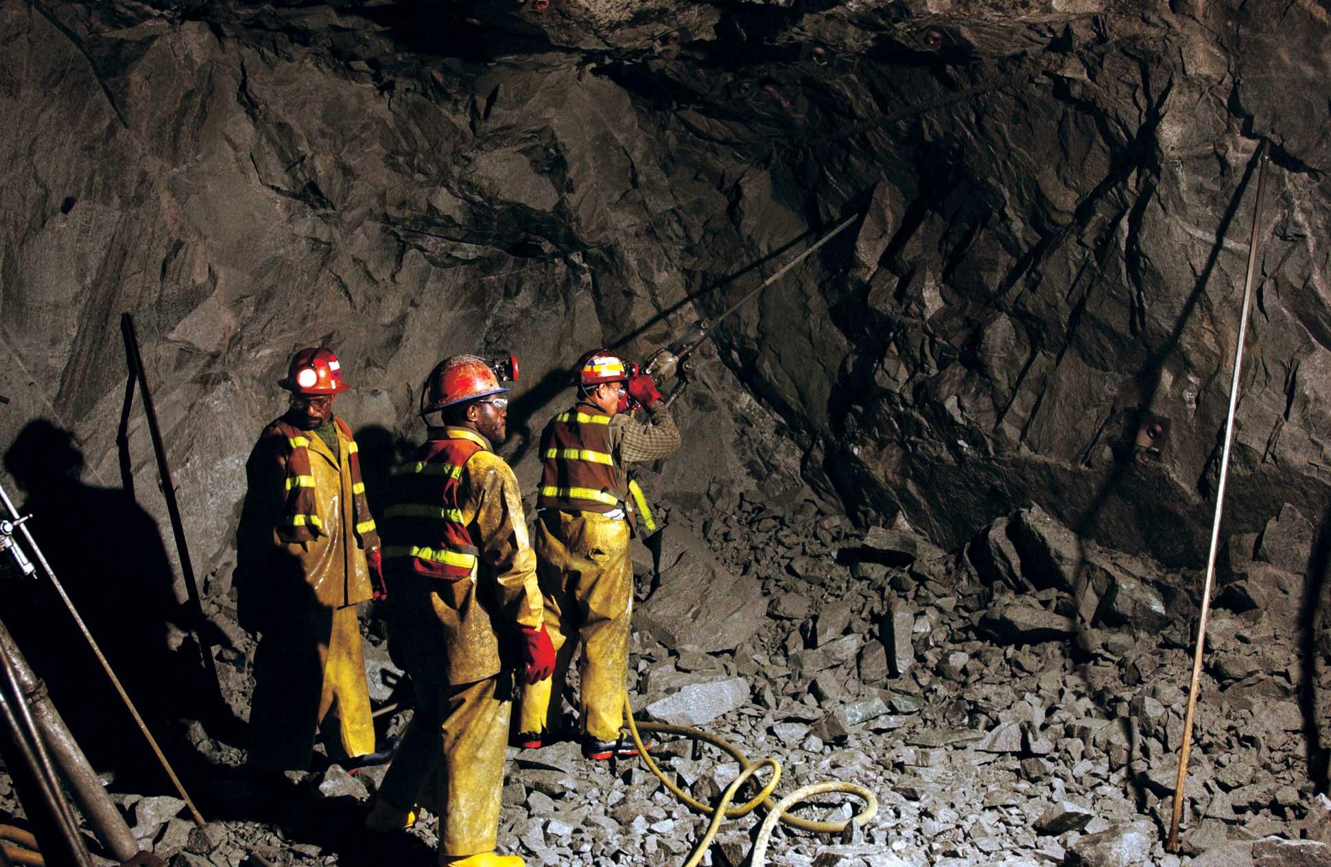 19 mil trabajadores directos de la minería han perdido su empleo en el 2015