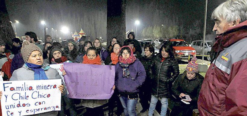 Familias de mineros desaparecidos en Chile Chico convocan una marcha para reanudar búsqueda
