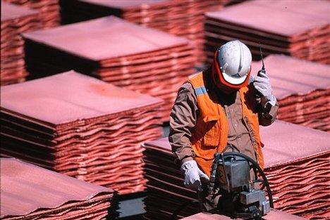 Fisco recibiría USD 2.000 millones adicionales este año si el cobre se mantiene en USD 3 la libra