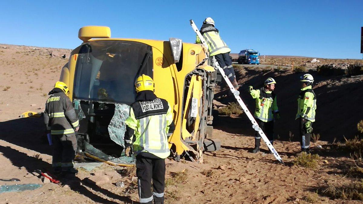 Bus que transportaba 30 mineros se volcó camino a faena Collahuasi