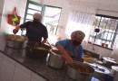Solidariedade: Voluntários preparam almoços aos domingos na Casa Esperança