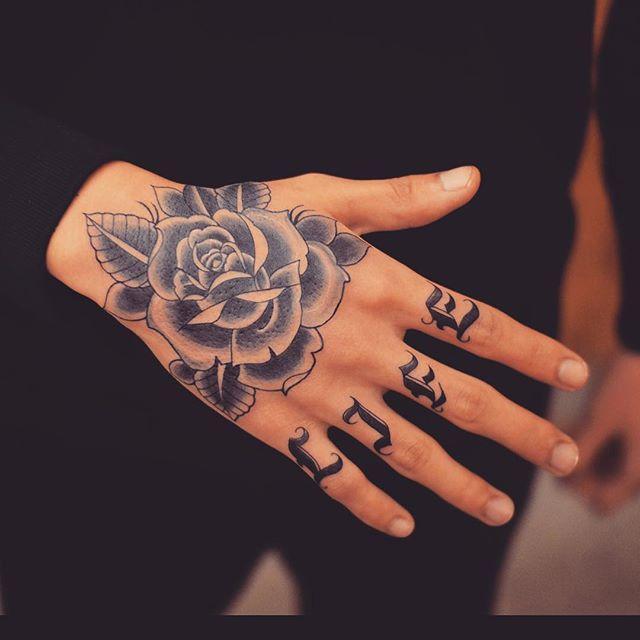 Resultado de imagem para tatuagens nas mãos masculinas