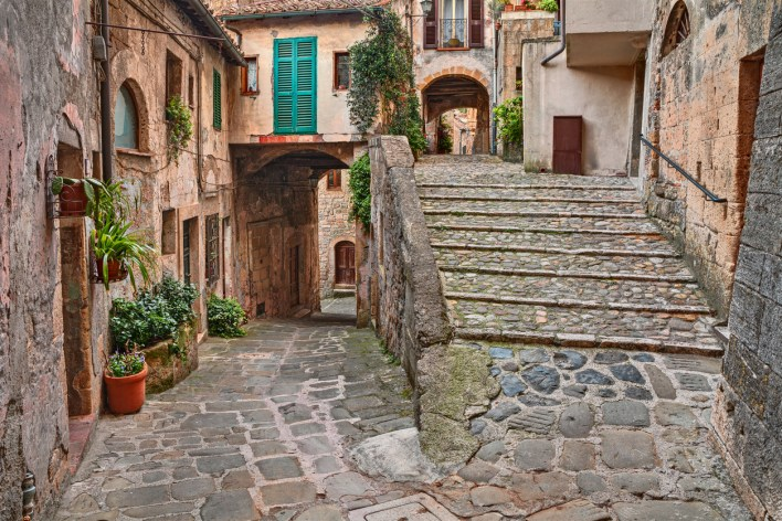 istock-1128387845-1024x683 As famosas casas por €1 na Itália.