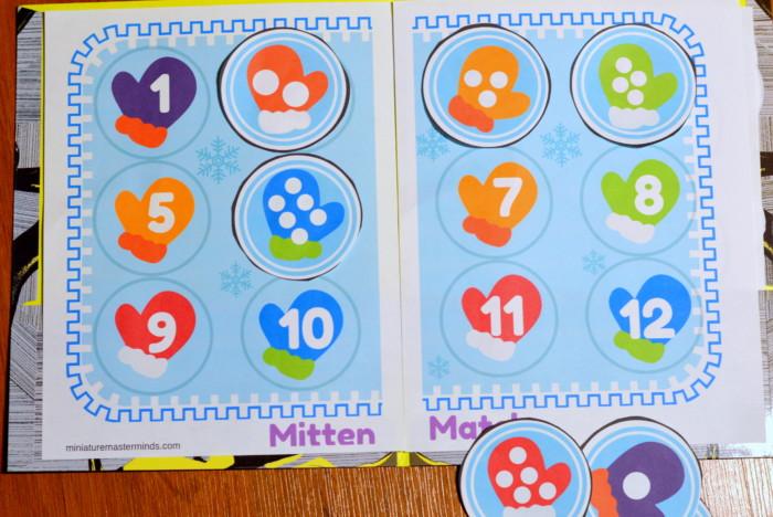 Mitten Match Preschool Printable File Folder Activitiy