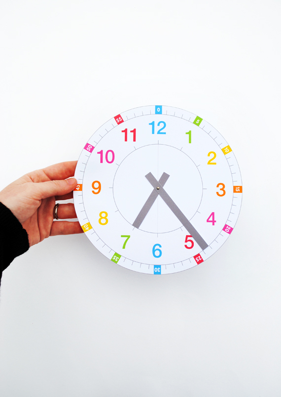 'Tell the time' clock // free printable by minieco