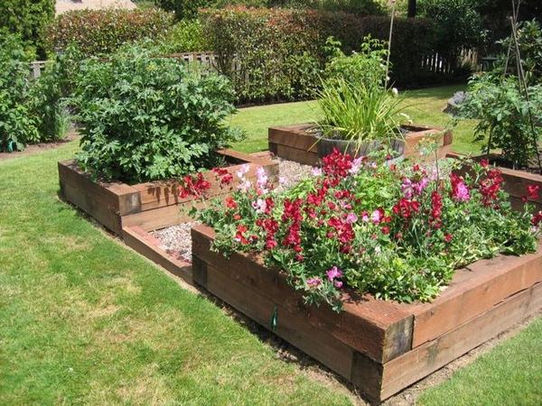 How to build a raised garden bed - clever landscaping ideas on Backyard Raised Garden Bed Ideas id=95481