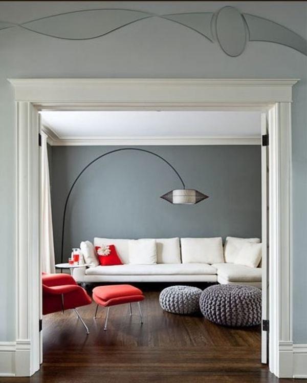 Ideas grises salón moderno sofá blanco sillón rojo piso de madera