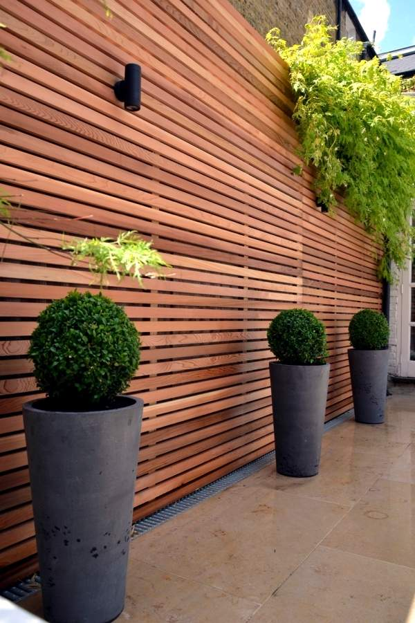 Privacy fence screen ideas for the garden and patio area ... on Garden Patio Wall Ideas id=97442