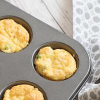 Matmuffins med gröna ärtor och skinka