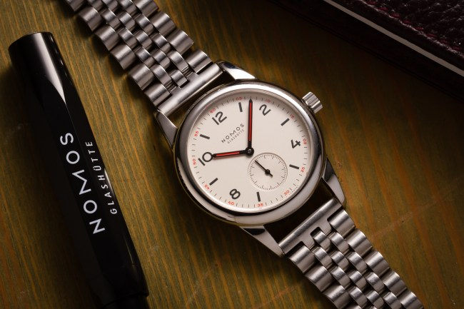 nomos club 701 on jubilee bracelet minimatikal-1