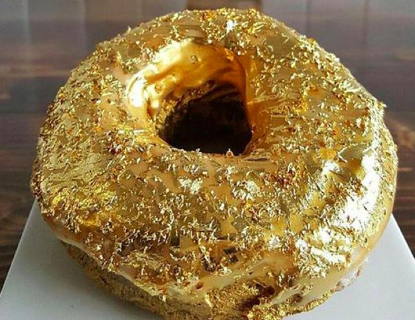 Este restaurante de Nova Iorque está vendendo rosquinhas cobertas de ouro