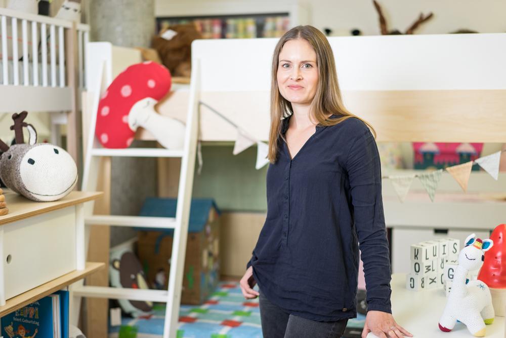 Sara Hurler, Inhaberin von Snowflake Kindermöbel weiss, was man für die Baby Erstausstattung braucht