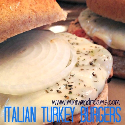 Red Gold Fourth | Italian Turkey Burgers via Mini Van Dreams #recipes #easyrecipes #sponsored