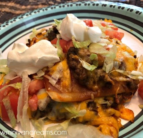 Low Carb Taco Pizza with Cauliflower Crust | Mini Van Dreams